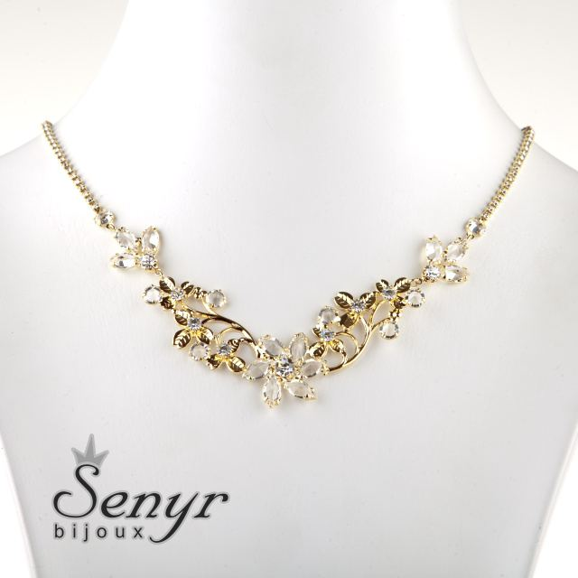 Necklace with romantic shade